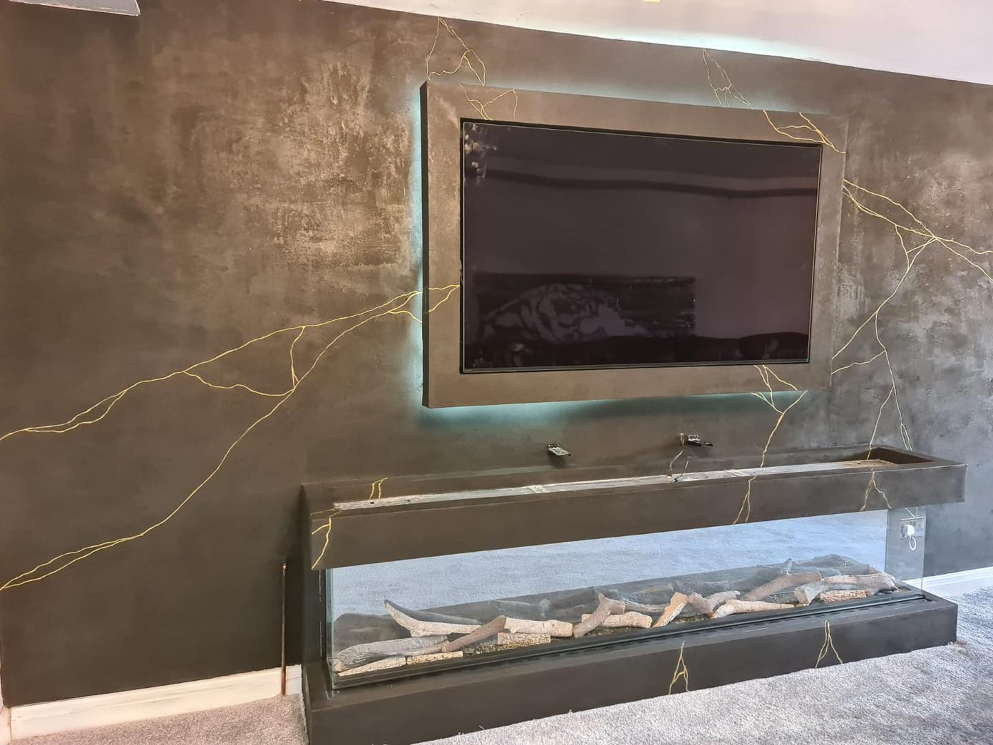 Venetian Plastering North West - Venetian Plaster black and gold TV Feature Wall Manchester Cheshire June 2021